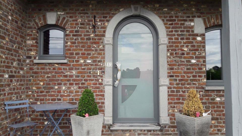 Pose De Châssis Pvc - Fenêtres, Porte D'Entrée Et Porte De Garage À