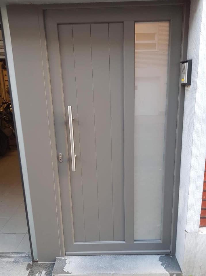 Pose de porte d entr e en pvc gris quartz li ge - Pose de porte ...