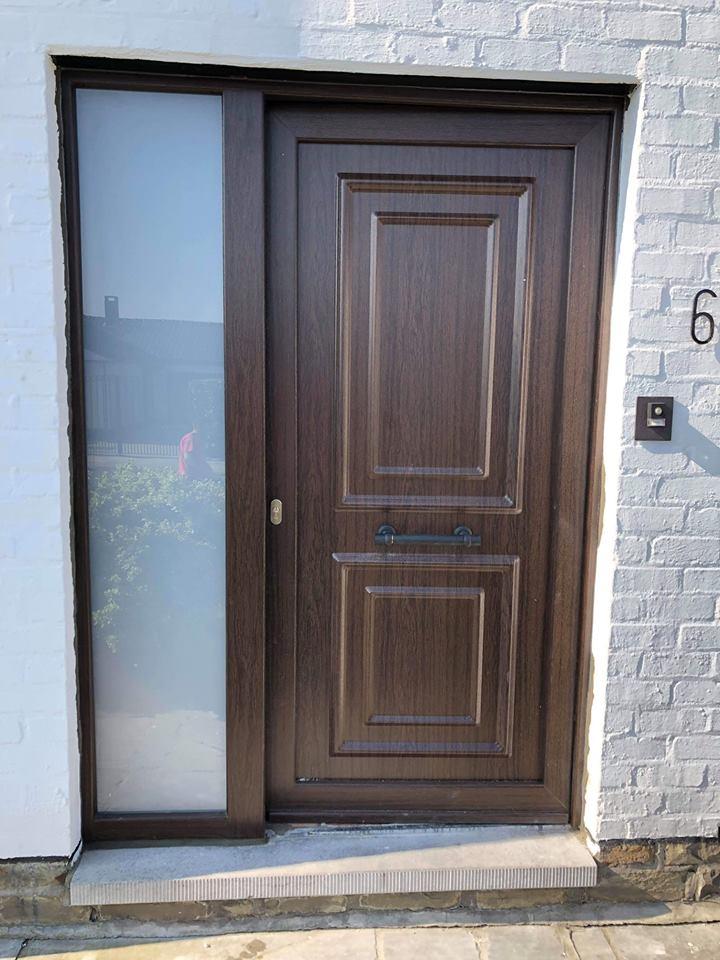 Pose d 39 une porte d 39 entr e en pvc imitation bois beyne heusay for Porte entree pvc imitation bois