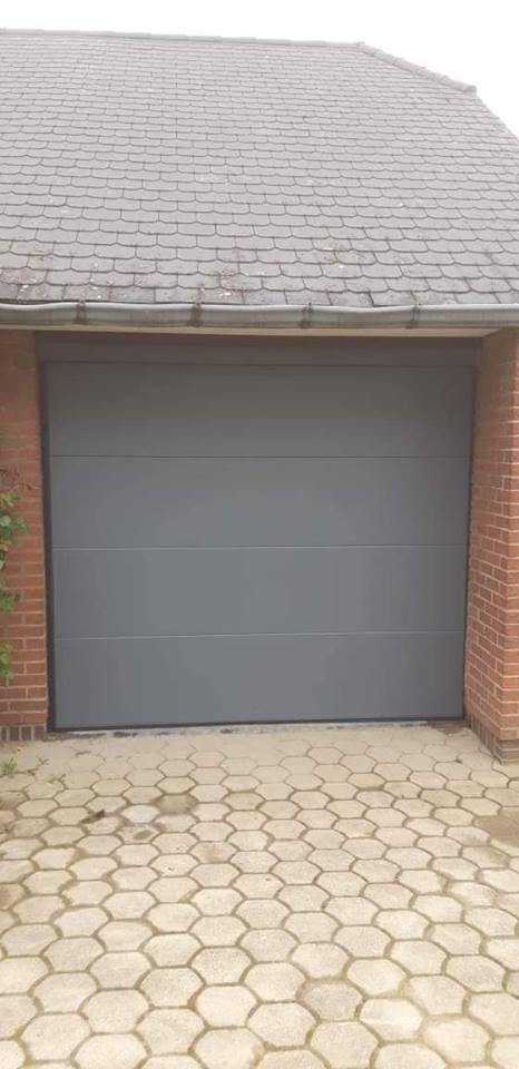 Pose d 39 une porte de garage sectionnelle motoris e en gris basalt 7012 roms e - Pose d une porte de garage sectionnelle motorisee ...