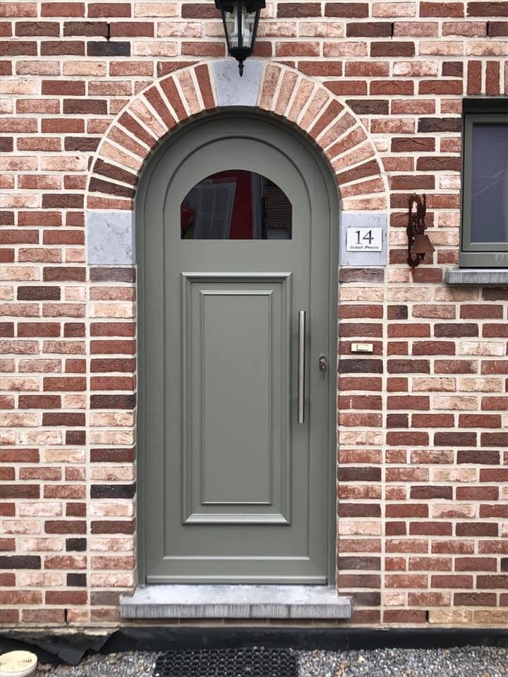 Pose ce vendredi à Retinne de châssis pvc deceuninck gris béton 7023 Rénovation complète des châssis de la maison réalisée en seul jour
